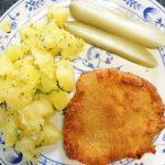 Rántott hús petrezselymes krumpli kovászos uborka